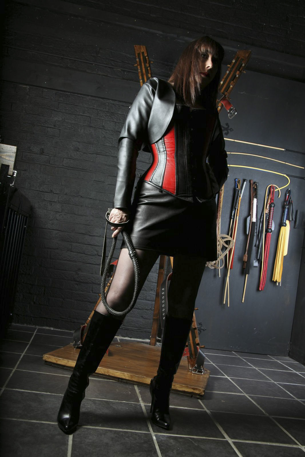 Mistress 4 2 slaves girls - 1 2