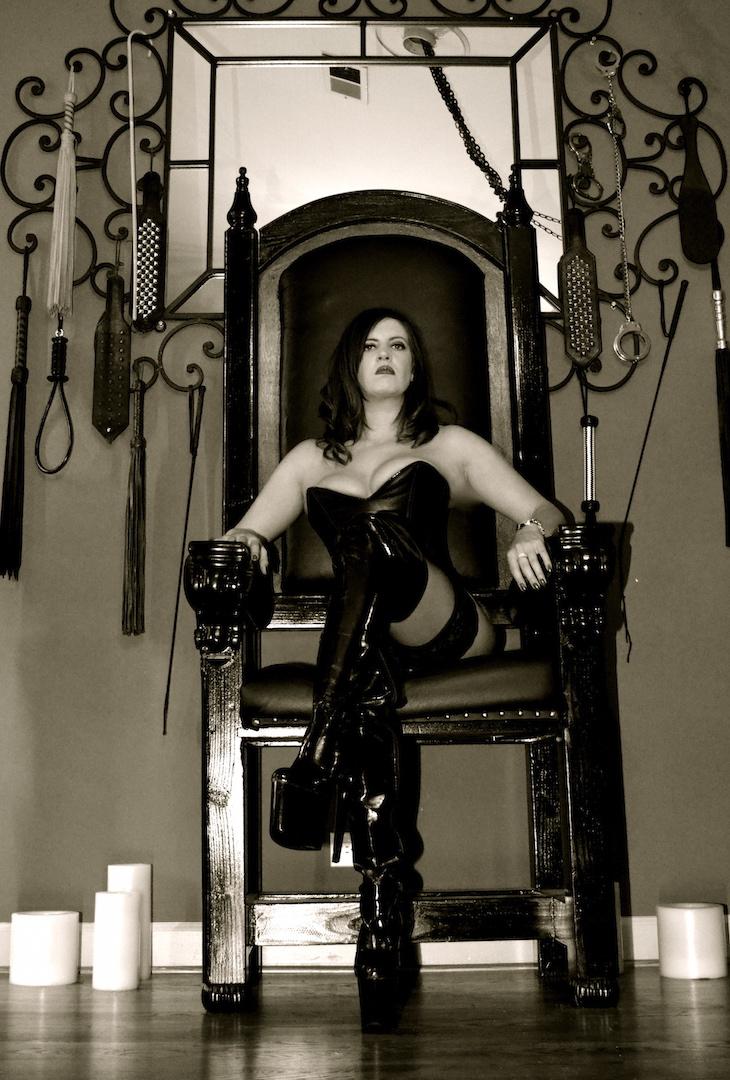 Worshiping mistress bdsm