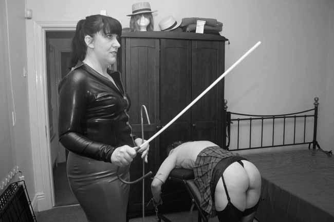 Mistress Lola Von